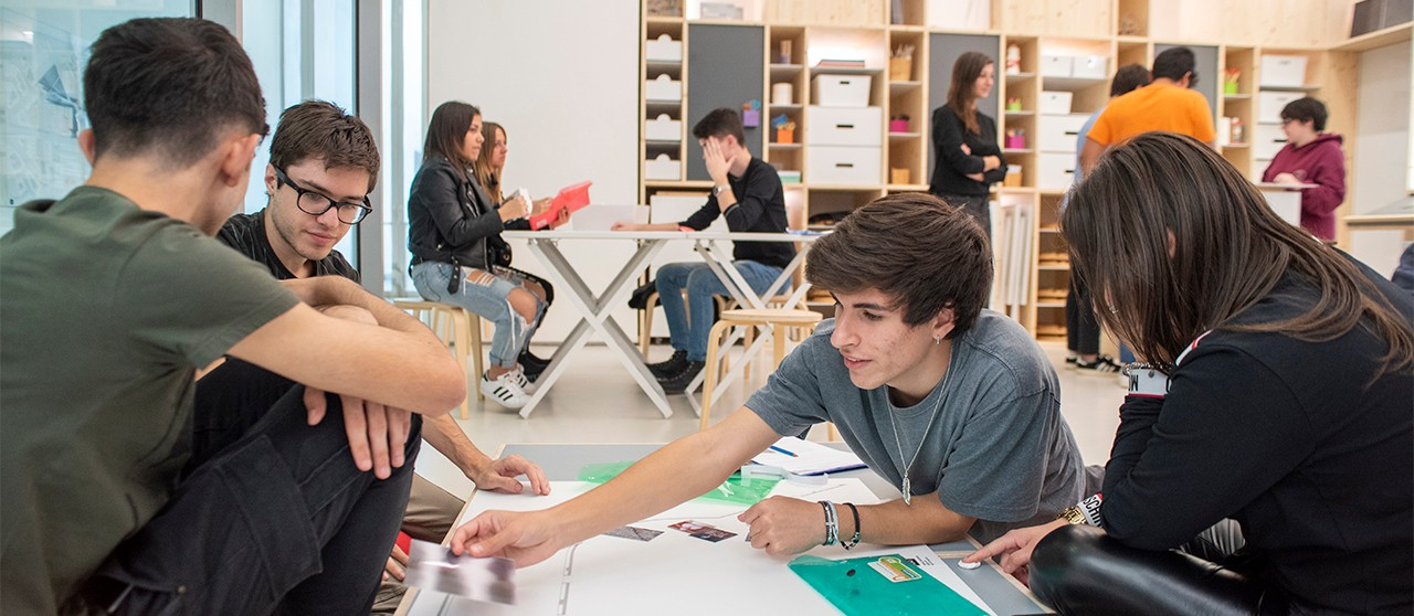 Boys and girls in  EduLab at The Museo MAXXI in Rome - Enel.it